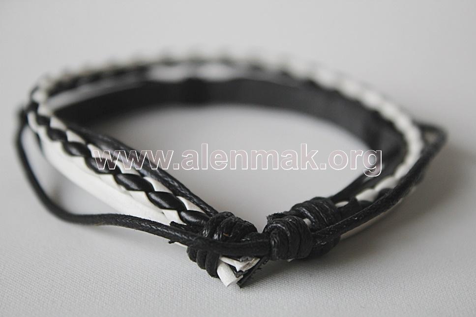 Гривна Стремеж - черно и бяло