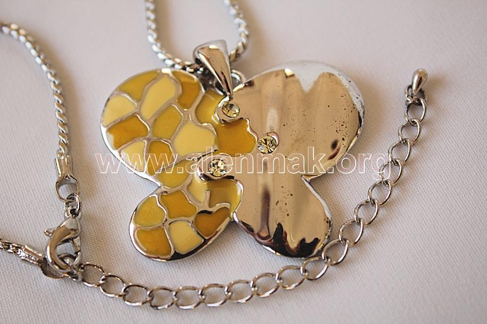 Колие с метални висулки и други камъни - Жълтокрила пеперуда