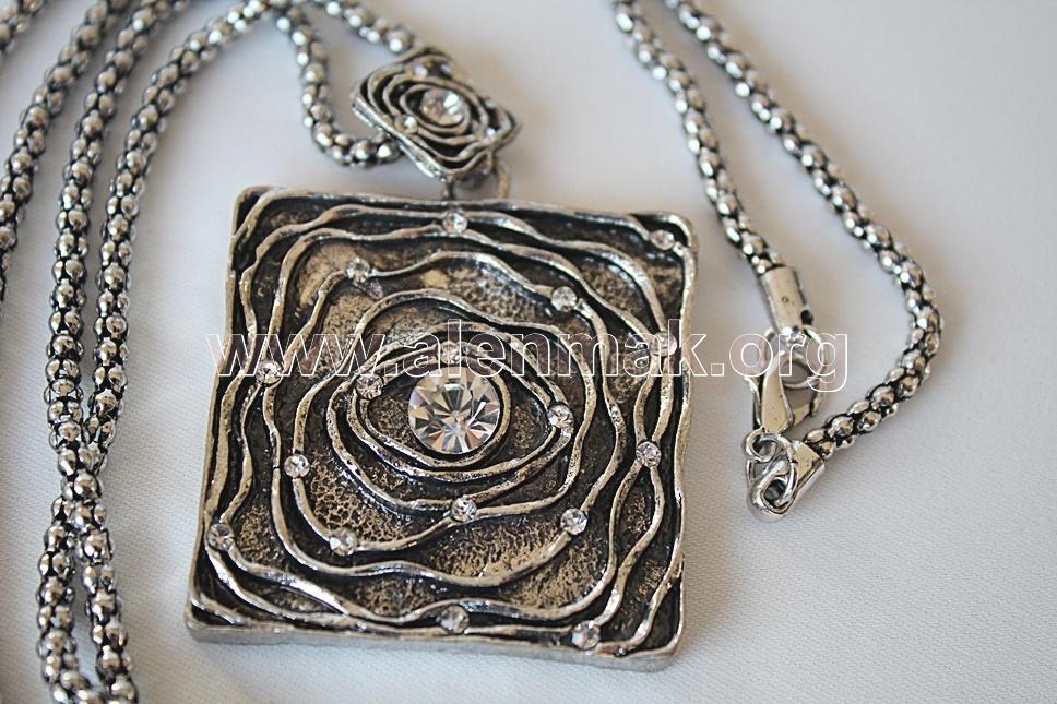 Колие с метални висулки и други камъни - Магичен лабиринт