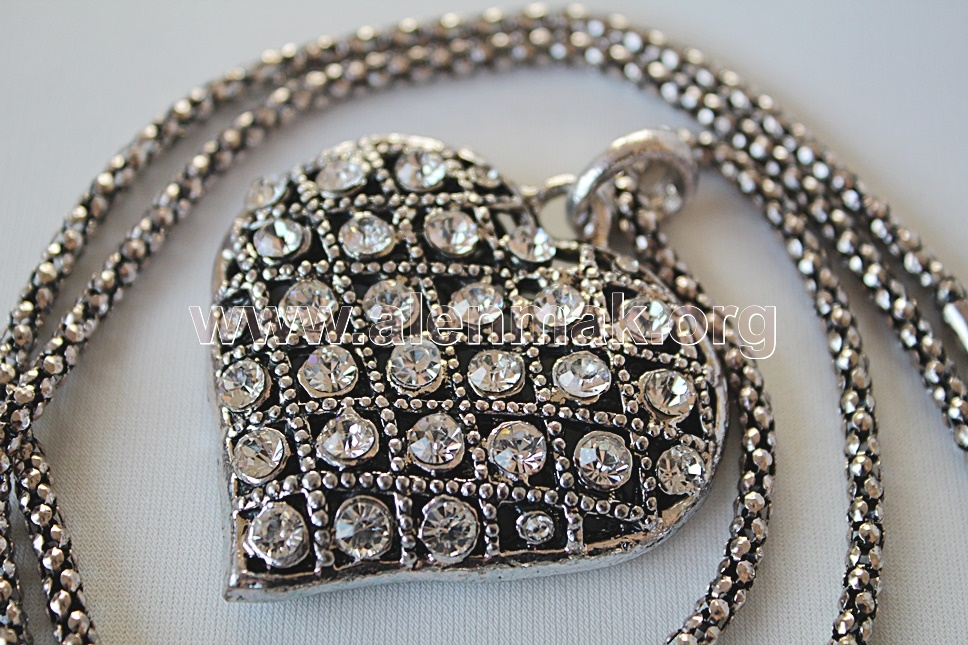 Колие с метални висулки и други камъни - Светлина в сърцето