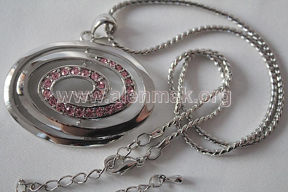 Колие с метални висулки и други камъни - Творческа сила в розово