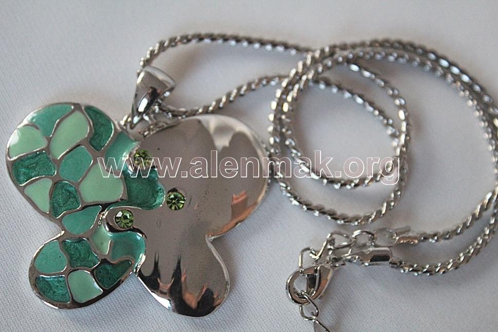 Колие с метални висулки и други камъни - Зеленокрила пеперуда