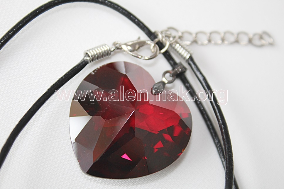 Колие с метални висулки и други камъни - Влюбено сърце