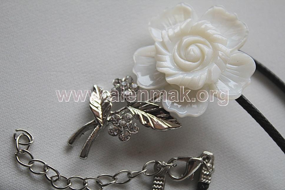 Колие с Океански седеф - Бяла роза