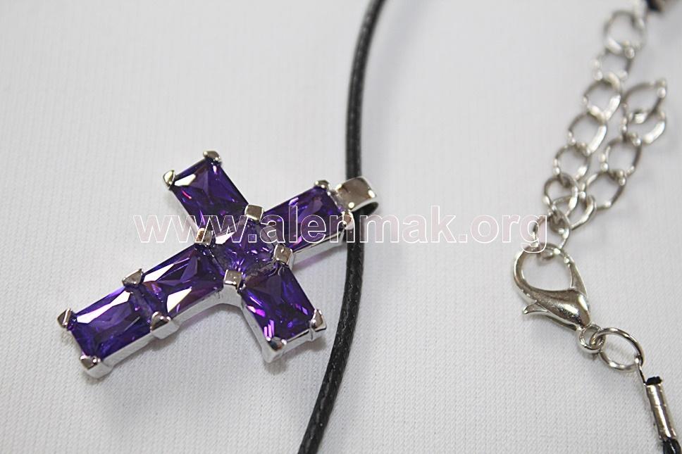 Колие с метални висулки и други камъни - Кръст с циркон